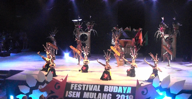 Tari Pedalaman Dari Kabupaten Kapuas Dalam Festival Budaya Isen Mulang 2019
