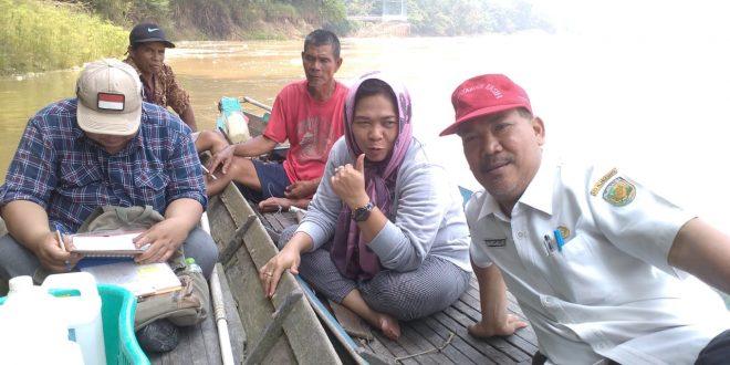Balitbang Melakukan Kegiatan Survei Lapangan Observasi dan Sampling untuk Kajian Studi Kualitas Air dan Identifikasi Sumber Pencemar Perairan Sungai Kahayan dan Sungai Rungan.